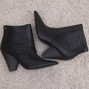 Simply Vera Vera Wang black ankle boots